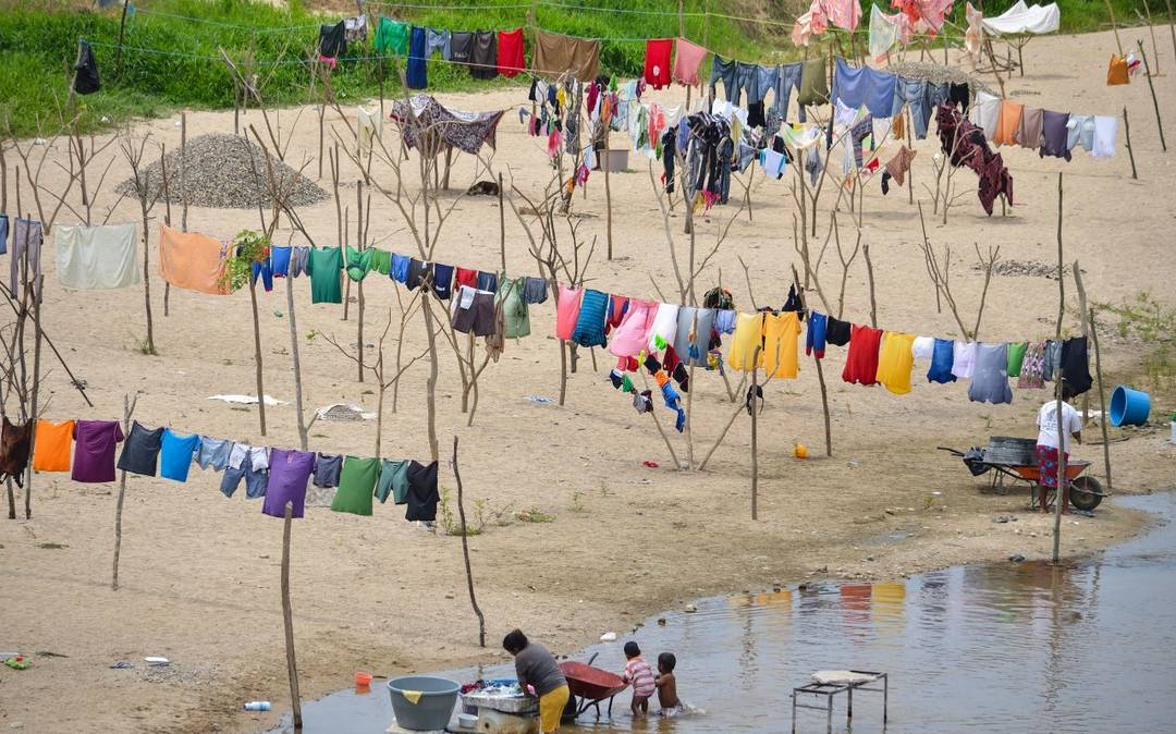 Lavar tu ropa también contribuye a la contaminación del mar