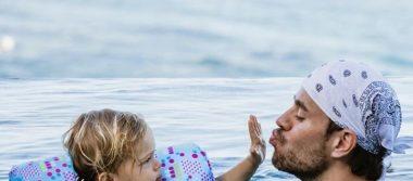 Enrique Iglesias y Anna Kournikova son padres por tercera ocasión.