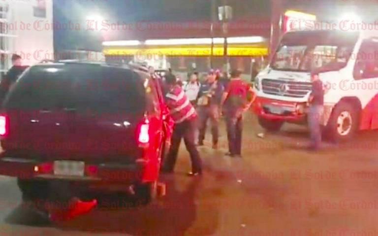 Choque de camioneta y autobús deja una lesionada