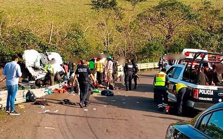 Se vuelva camión de migrantes en Veracruz; hay un muerto y 45 lesionados