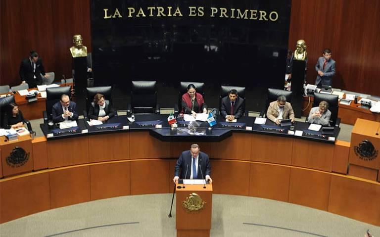 """Presidente de Guatemala propone a México construir """"muro de prosperidad"""""""