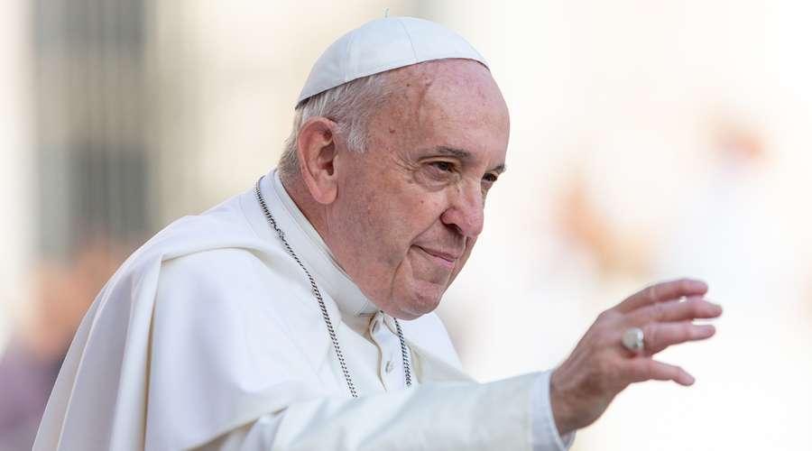 Papa ofrece misa por COVID-19