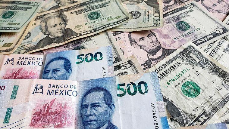 Peso cae ante el dólar; se vende en 25 unidades