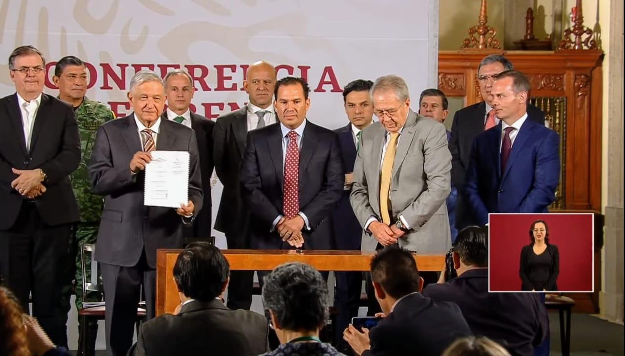 Firma el presidente convenio con hospitales privados para atender a más pacientes con COVID-19