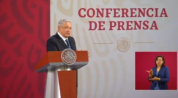 AMLO manda abrazo a cantante Óscar Chávez, internado por síntomas de  COVID-19.