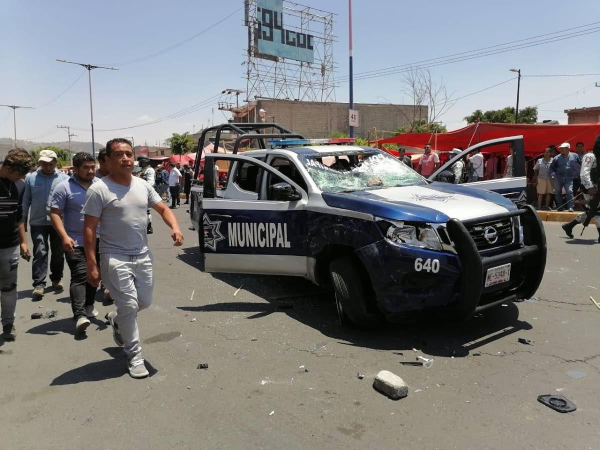 Enfrentamiento entre policías y comerciantes en Edomex por cierre de sus negocios
