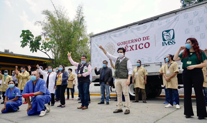 Sale caravana del IMSS que repartirá un millón de mascarillas a trabajadores de la salud en todo el país.