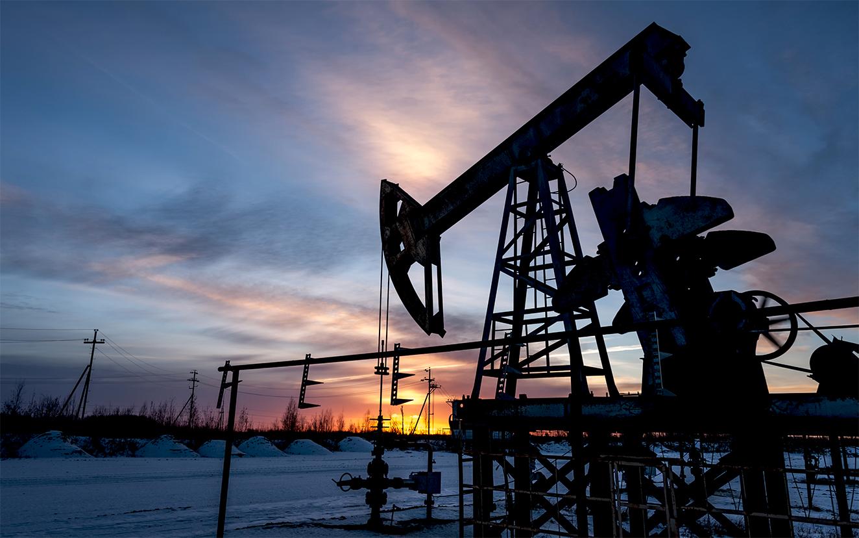 Precio del petróleo cae un máximo histórico