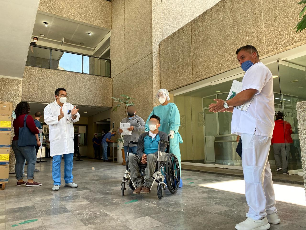 Paciente de 36 años diagnosticado con COVID-19 fue dado de alta del IMSS en Puebla