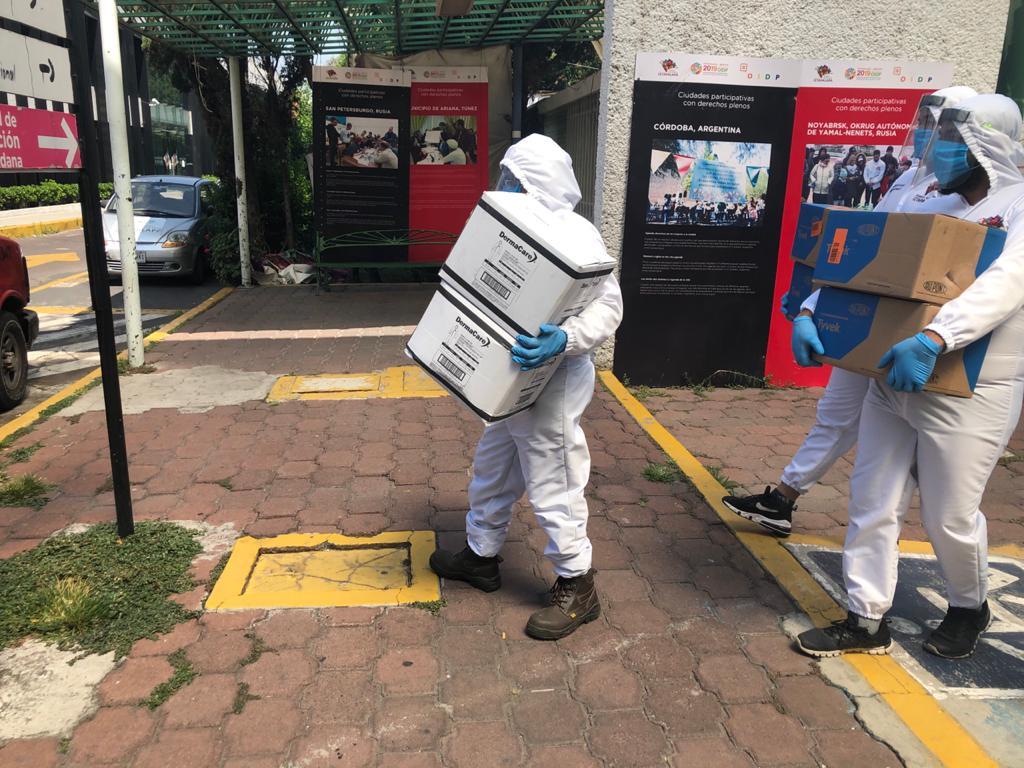 Donan funcionarios de alcaldía iztapalapa equipo e insumos por 2.6 millones de pesos al hospital general de iztapalapa