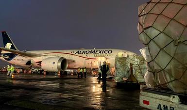Llega a México vuelo 17 de China, con 85 ventiladores