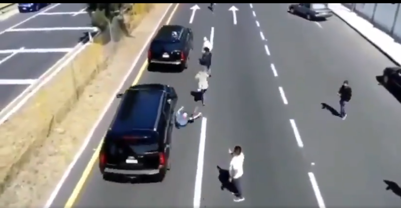 Convoy de AMLO atropella a persona durante su gira en Tlaxcala