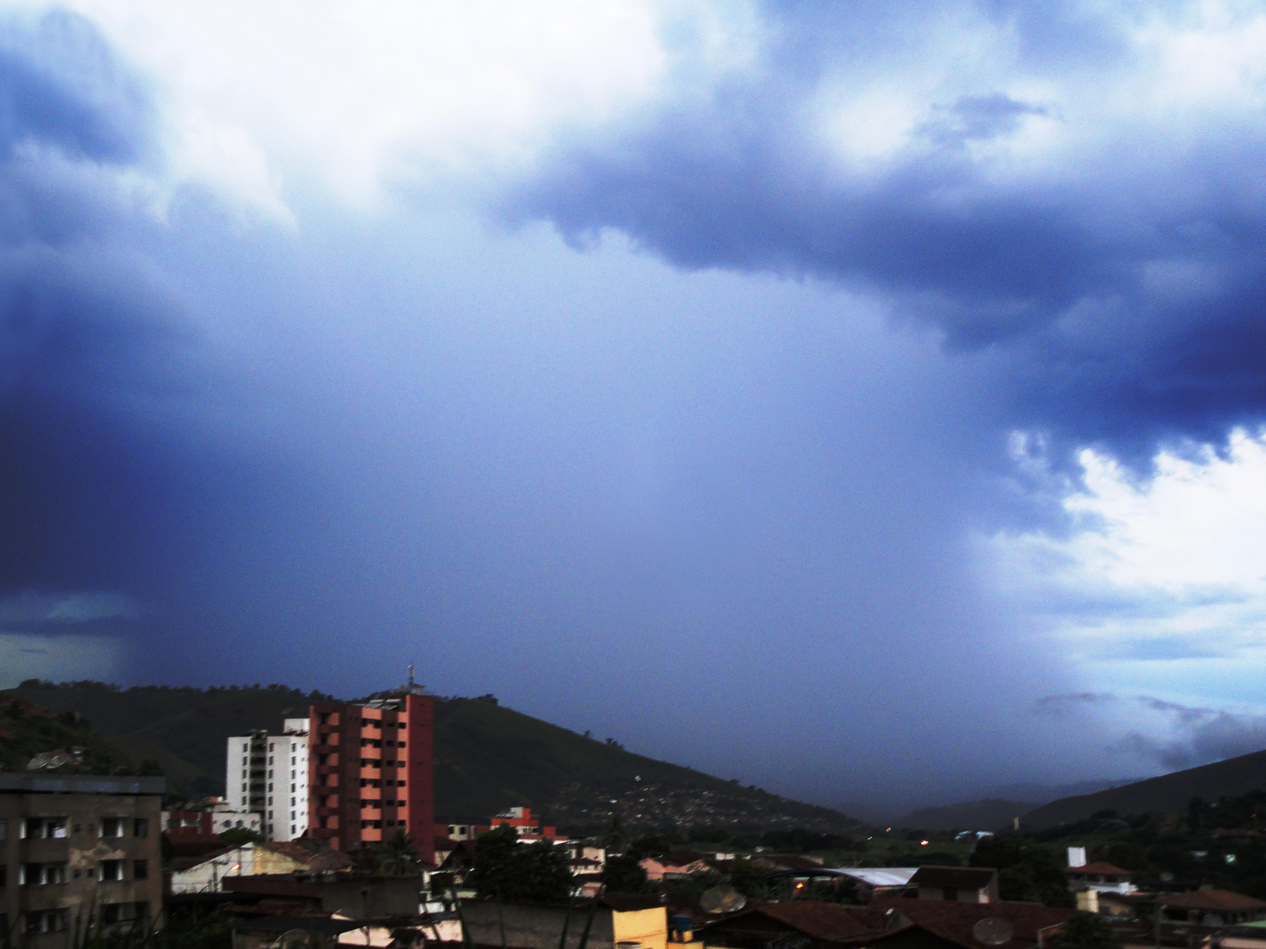 Jueves con probabilidad de lluvias