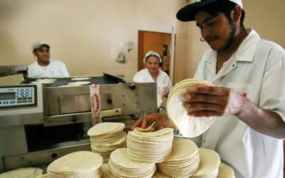Gobierno de la Ciudad de México entrega 50 mil créditos a microempresas afectadas por COVID-19