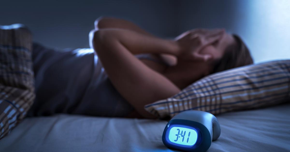 Para evitar malos hábitos de sueño, recomiendan no usar por periodos prolongados equipos móviles o televisores
