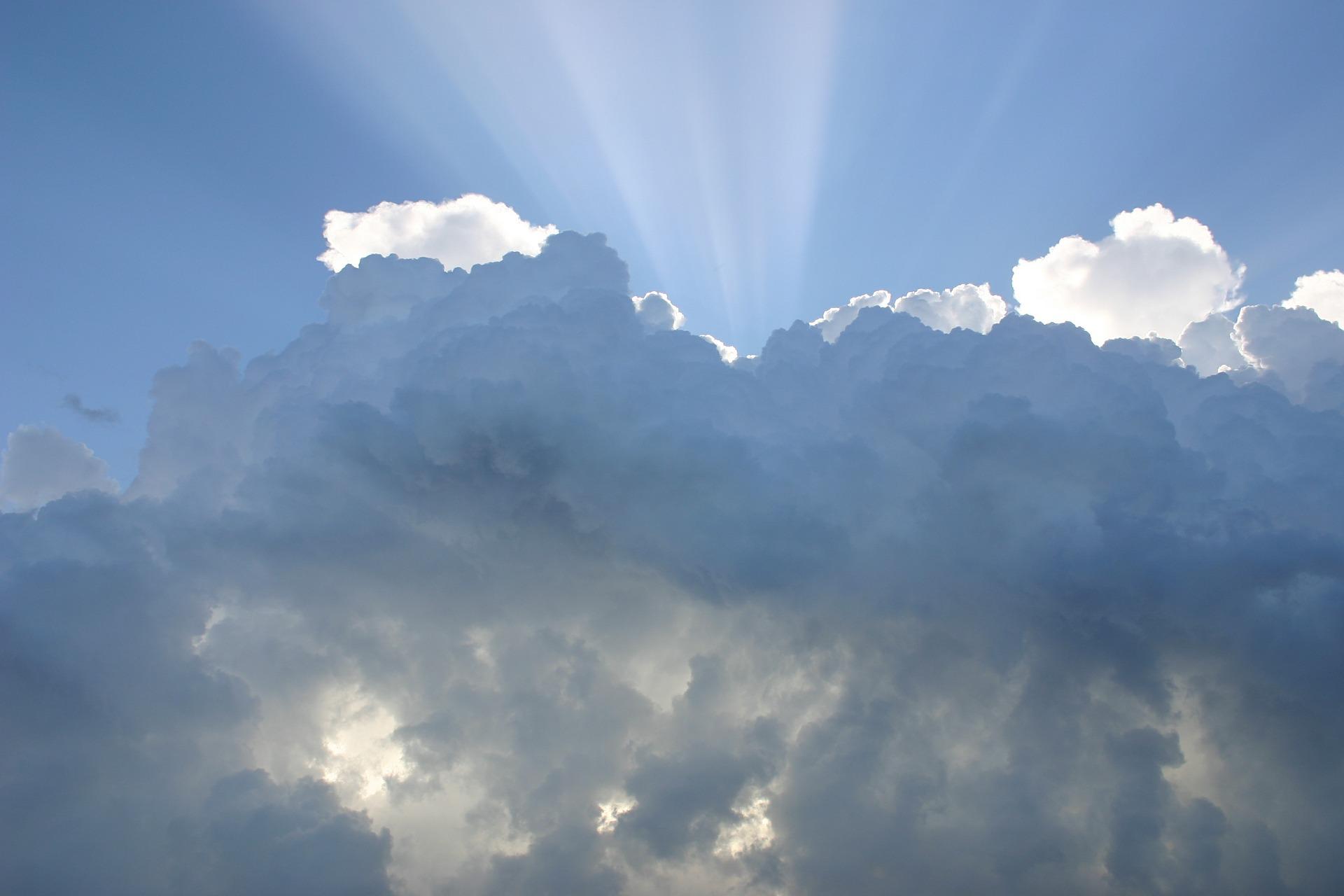 Jueves nublado con probabilidad de lluvia.