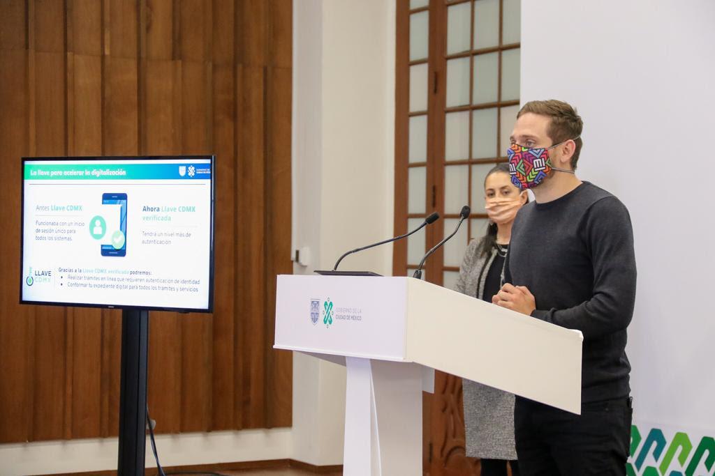 """Lanza Gobierno de la Ciudad de México, Chatbot """"Victoria"""" en WhatsApp para informar medidas sobre COVID-19"""