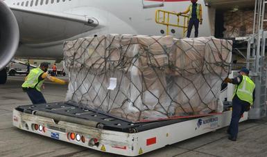 Mediante el puente aéreo México-China, gobierno federal recibe 100 ventiladores para emergencia por COVID-19