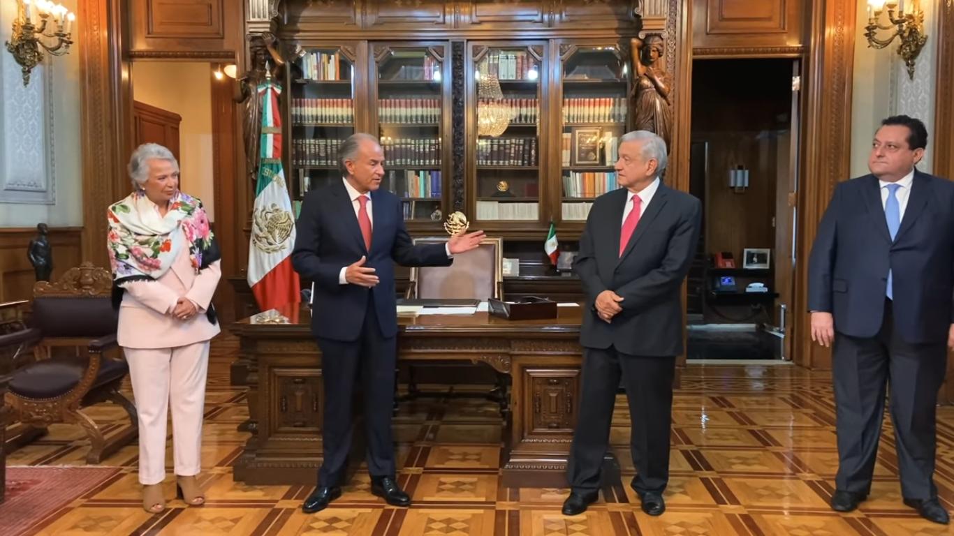AMLO presenta a nuevo presidente de la Conago