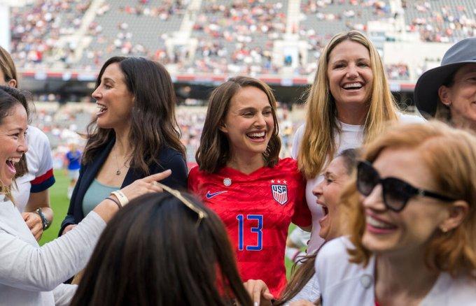 Actrices de Hollywood crean equipo de fútbol femenil en los Ángeles