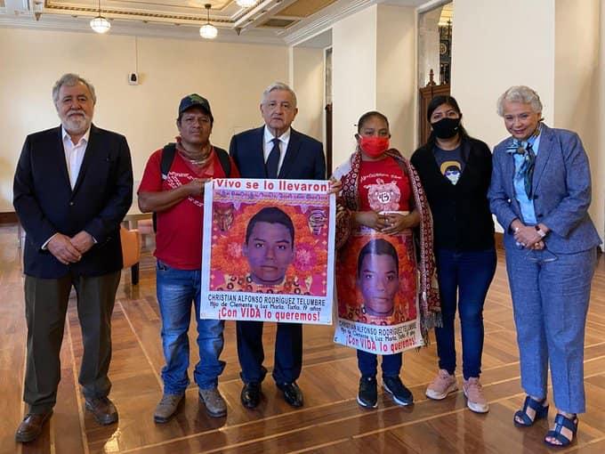 AMLO se reúne con padres y madres de los estudiantes desparecidos de Ayotzinapa