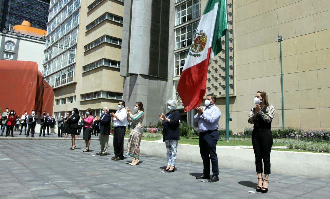 Con la bandera mexicana a media asta en señal de duelo nacional, IMSS rinde homenaje a víctimas de COVID-19 y a personal de salud