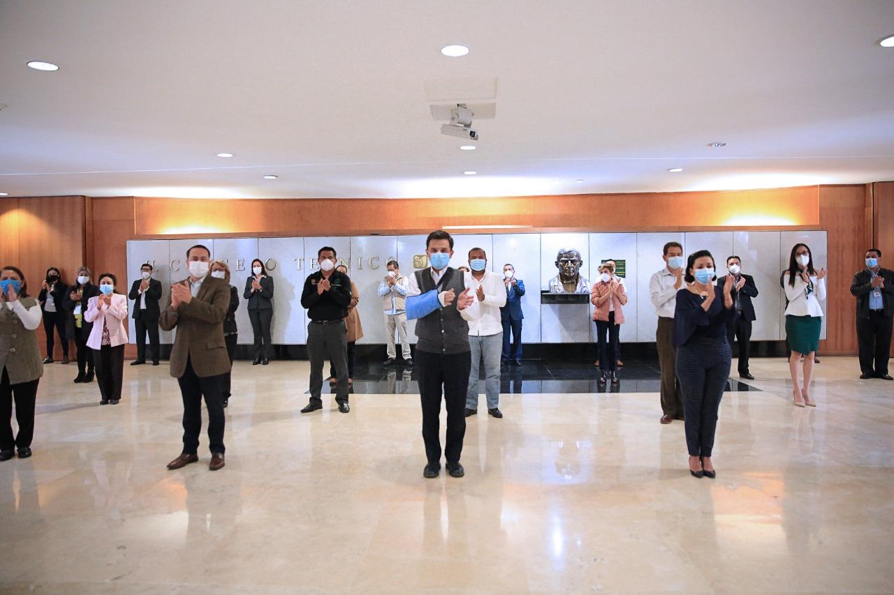 Trabajadores y autoridades del IMSS rinden homenaje a fallecidos y a más  de 16 mil profesionales de la salud que enfrentan el COVID-19