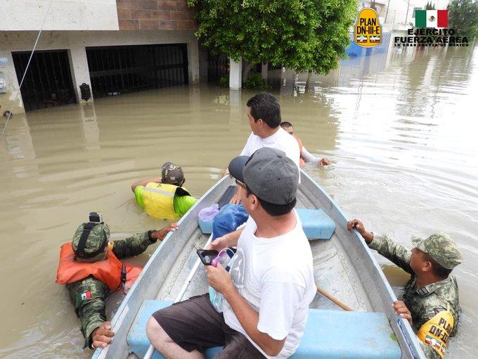 Elementos del Ejército Mexicano aplican el Plan DN-III-E en su Fase de Auxilio en Oaxaca y Veracruz con motivo de las fuertes lluvias