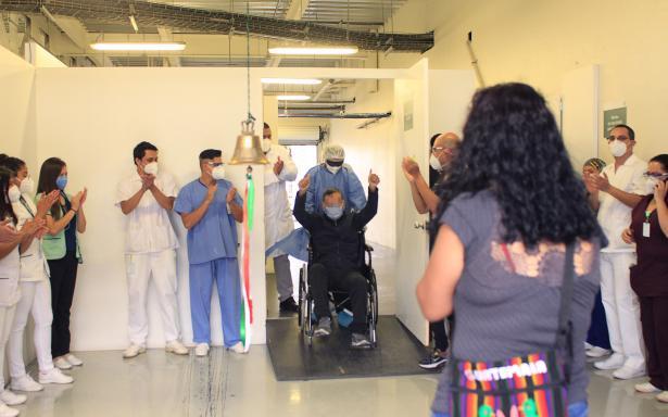 Ciudadano guatemalteco vence a la COVID-19 en Hospital Temporal Autódromo Hermanos Rodríguez del IMSS