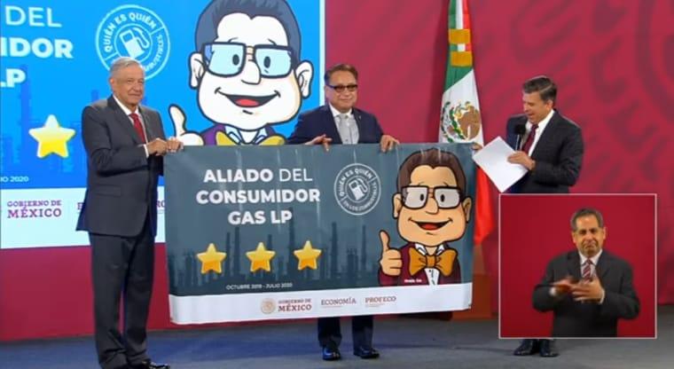 El presidente reconoce a gasolineros que han mantenido precios justos