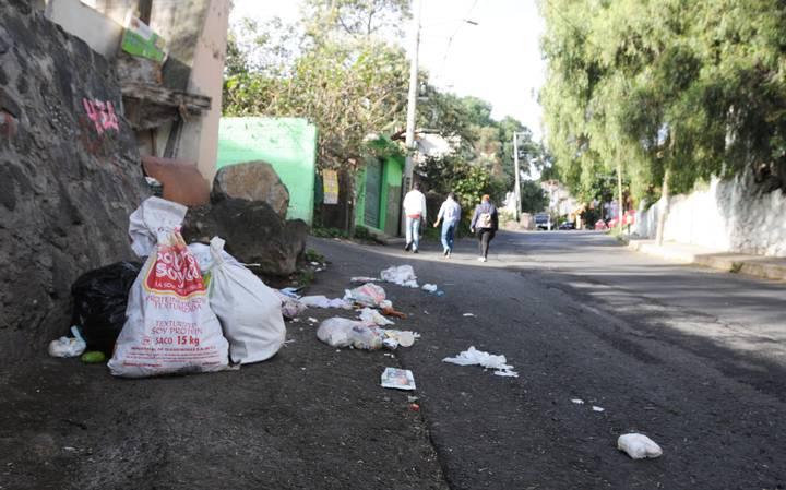 Tiradero de basura en zonas protegidas del Cerro de la Estrella ySierra de Santa Catarina