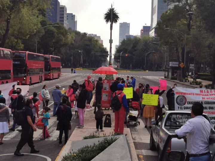 Con sana distancia, guías turísticos y comerciantes se manifestaron en Paseo de la Reforma