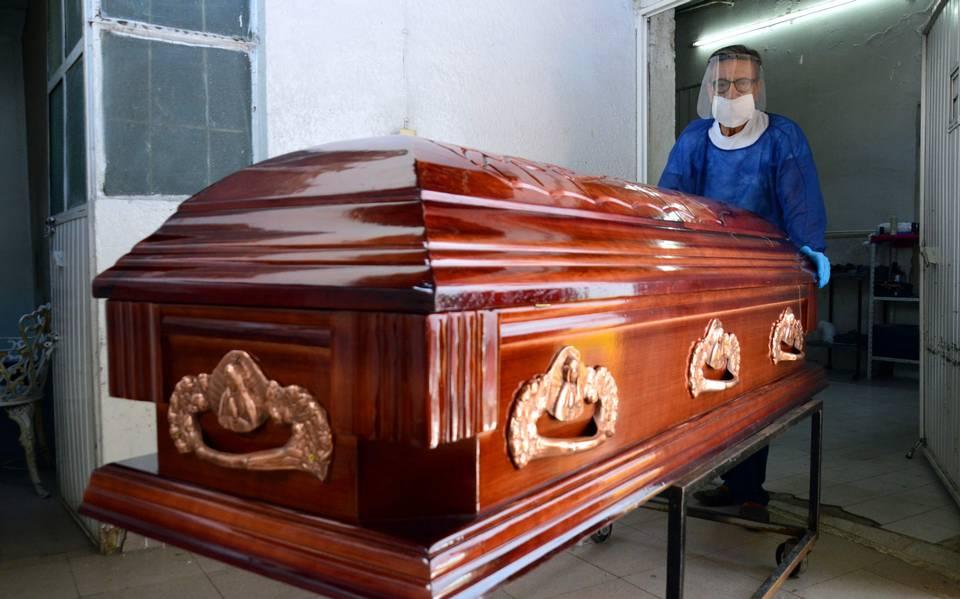 Una mujer fue declarada muerta y más tarde despertó en la funeraria
