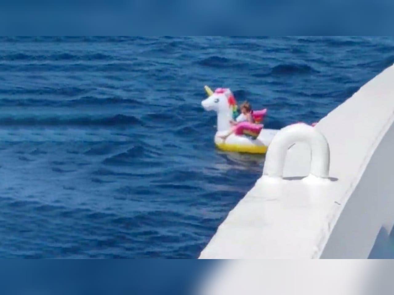 En Grecia una niña de 4 años fue rescatada por un ferry tras ser jalada por la corriente