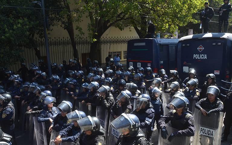 Presentan acuerdo para la manera de actuar de policías en manifestaciones