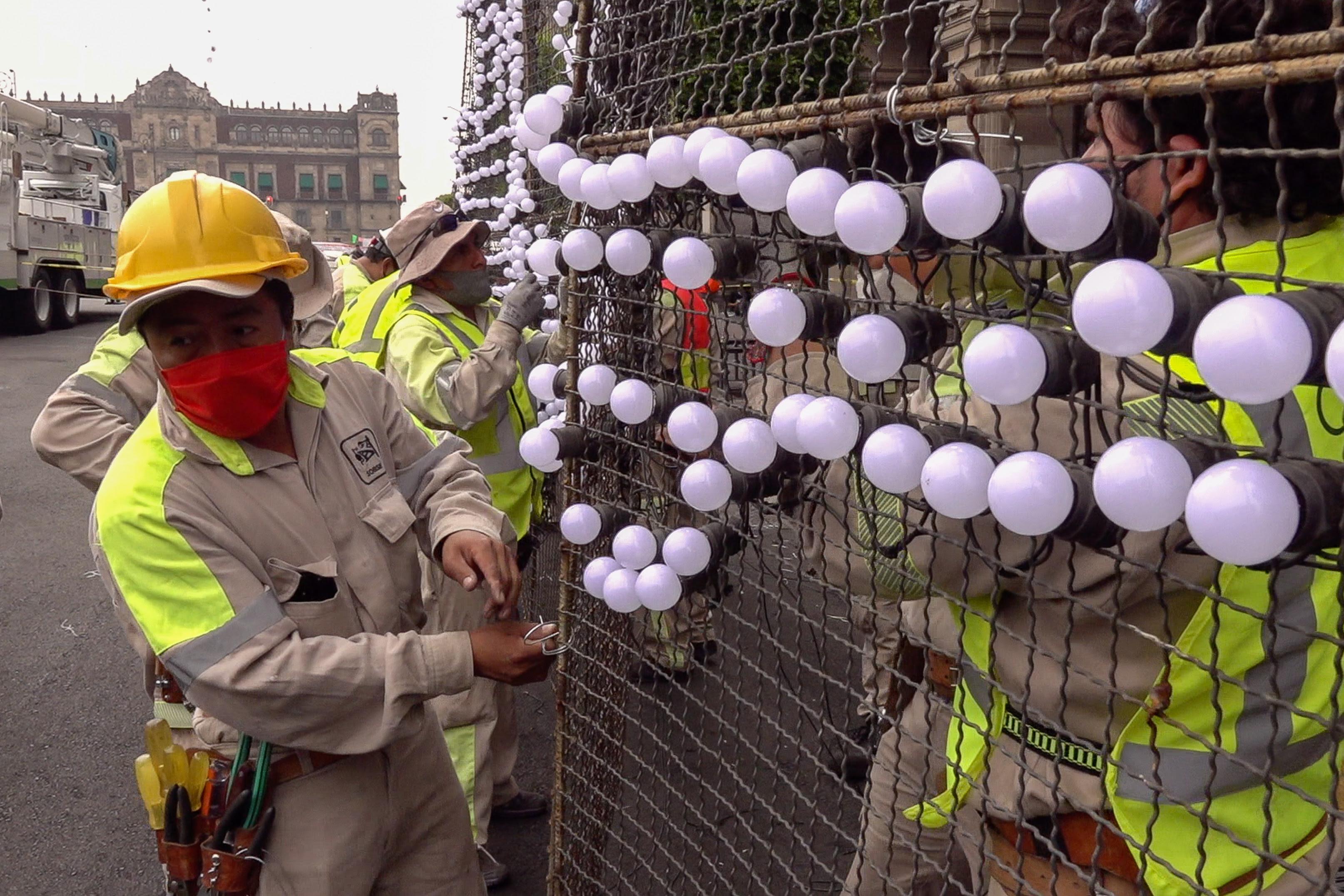 Inicia montaje de alumbrado decorativo con motivo de las Fiestas Patrias