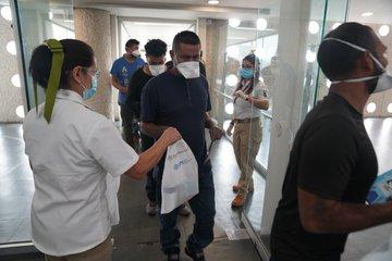 Connacionales repatriados recibirán artículos para prevenir contagios por COVID-19 al llegar a México