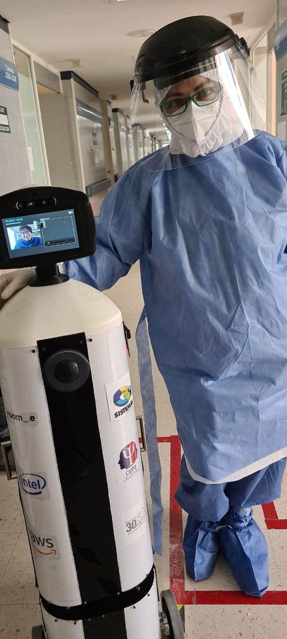 """Llega al ISSSTE """"Laluchy Robotina"""" primera robot humanoide al servicio de la salud mental de pacientes en áreas COVID-19"""