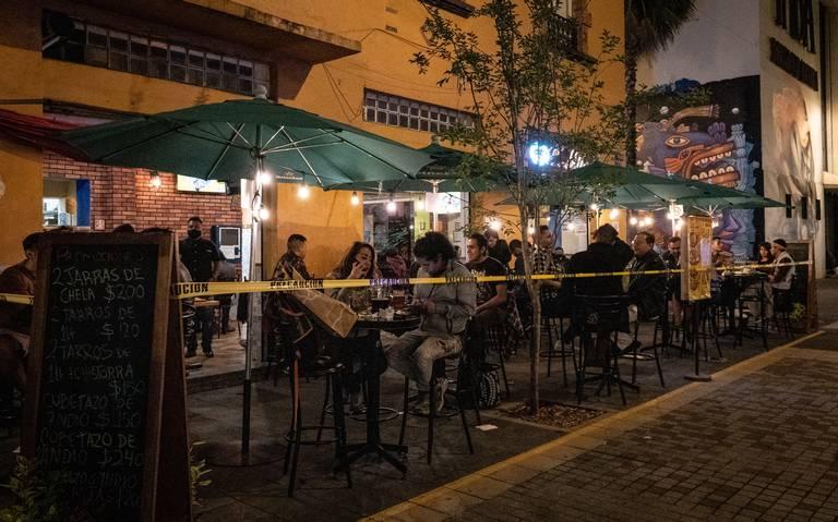 Meseros reportan faltas de medidas sanitarias en reapertura de antros y bares en Acapulco