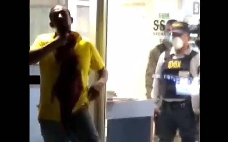 Hombre se quita la vida frete a las cámaras de seguridad de un hospital en Veracruz