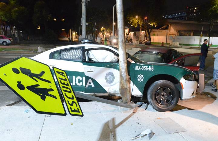 Choque entre patrulla y auto particular en la alcaldía Cuauhtémoc