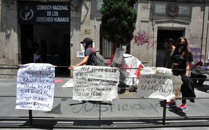 Olga Sánchez Cordero se reúne con mujeres que tomaron la CNDH