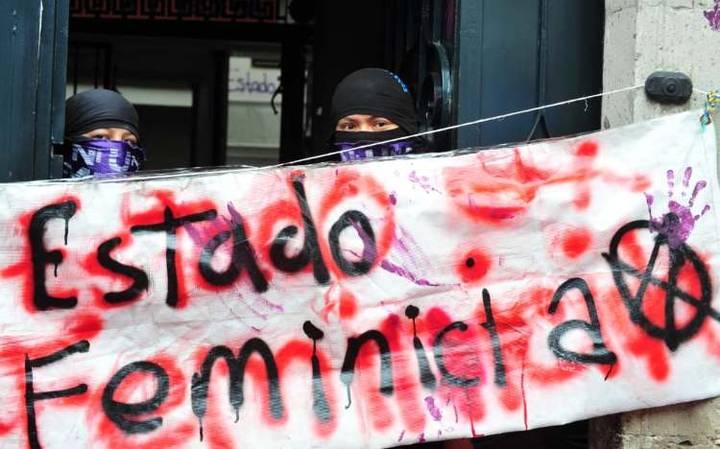 CNDH es tomada por colectivos feministas en forma de protesta
