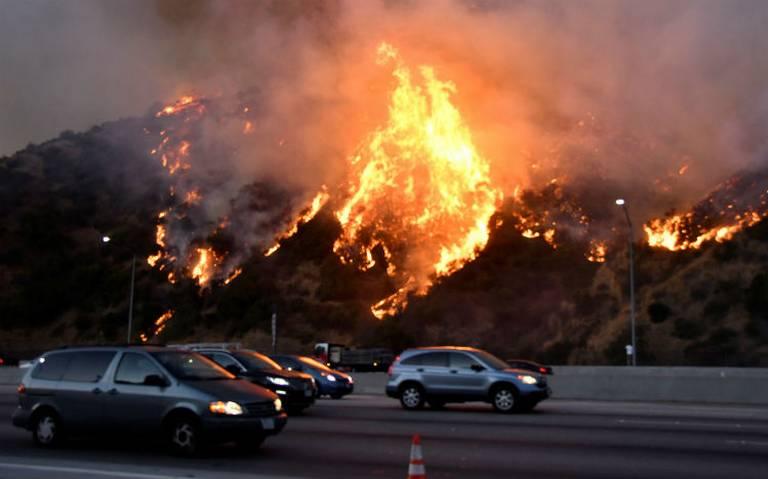 Más de 800 mil hectáreas han sido destruidas este año por incendios forestales en California