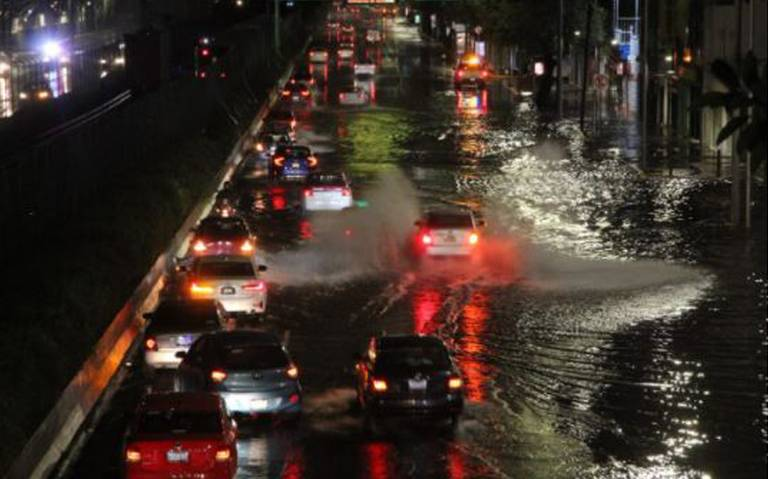 Cierre de estaciones por fuertes lluvias en la Ciudad de México