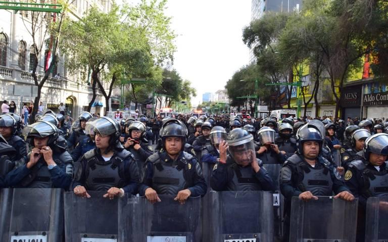 Cuatro filtros con vallas para acceder al Zócalo capitalino y el despliegue dedos mil 800 policías
