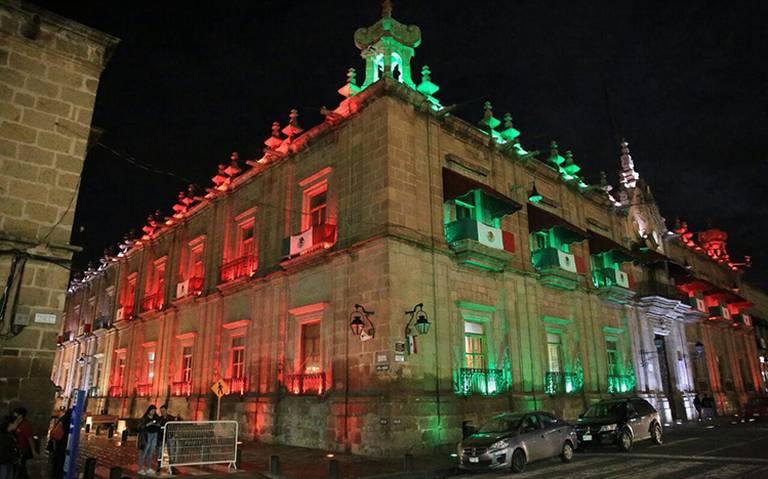 Preparativos para fiestas patrias en el Zócalo dan inicio