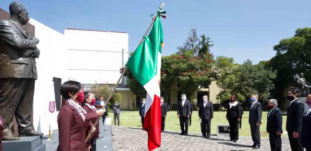 IPN impulsa a México con más de un millón de profesionales