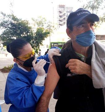 Aplica el ISSSTE vacuna contra la influenza para proteger a la población.