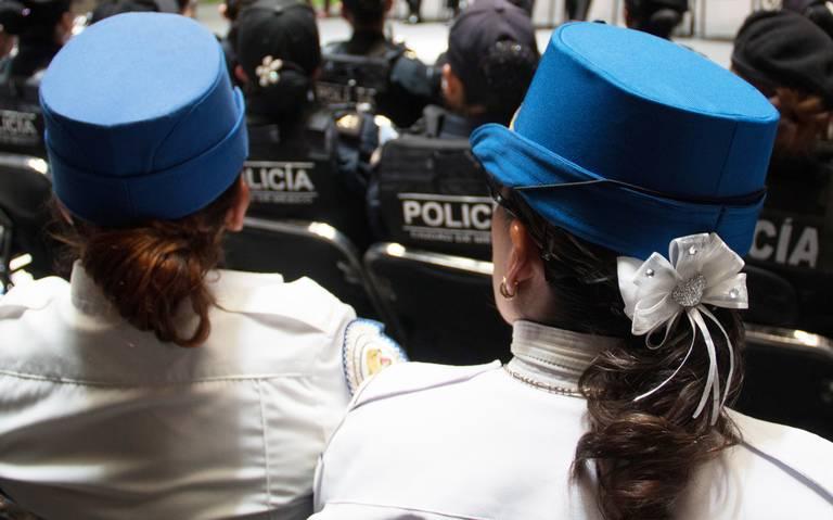 600 mujeres policías ascienden por contención de marchas